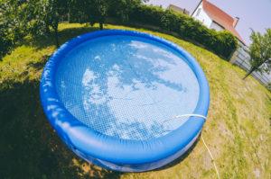 Les joies de la piscine autoportante