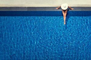 Le luxe d'une piscine en béton