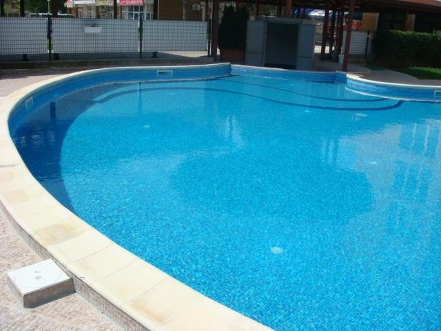 notre avis sur les piscine b ton avantages prix et comment choisir construire sa piscine. Black Bedroom Furniture Sets. Home Design Ideas