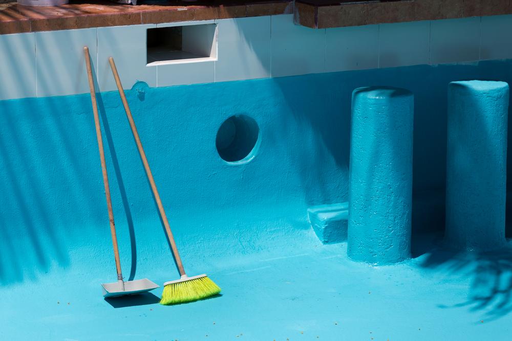 balai pour nettoyage bassin piscine