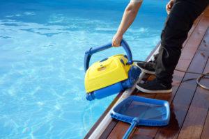 matériel pour entretien piscine