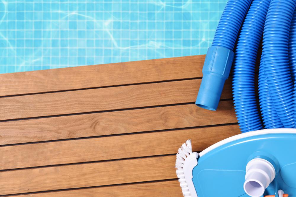 materiels pour nettoyage bassin piscine