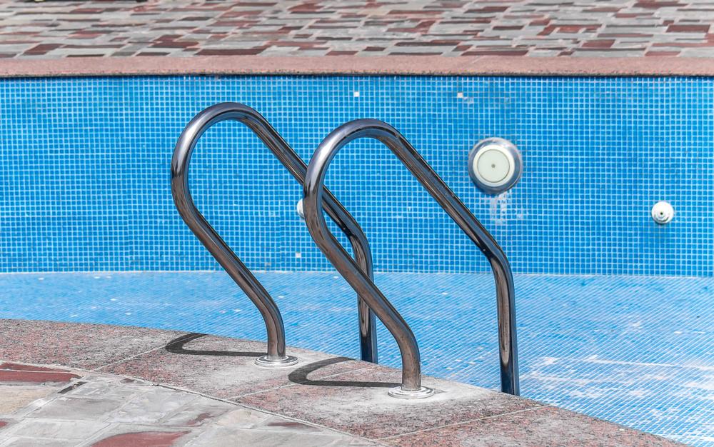 dépôt de calcaire dans une piscine piscine
