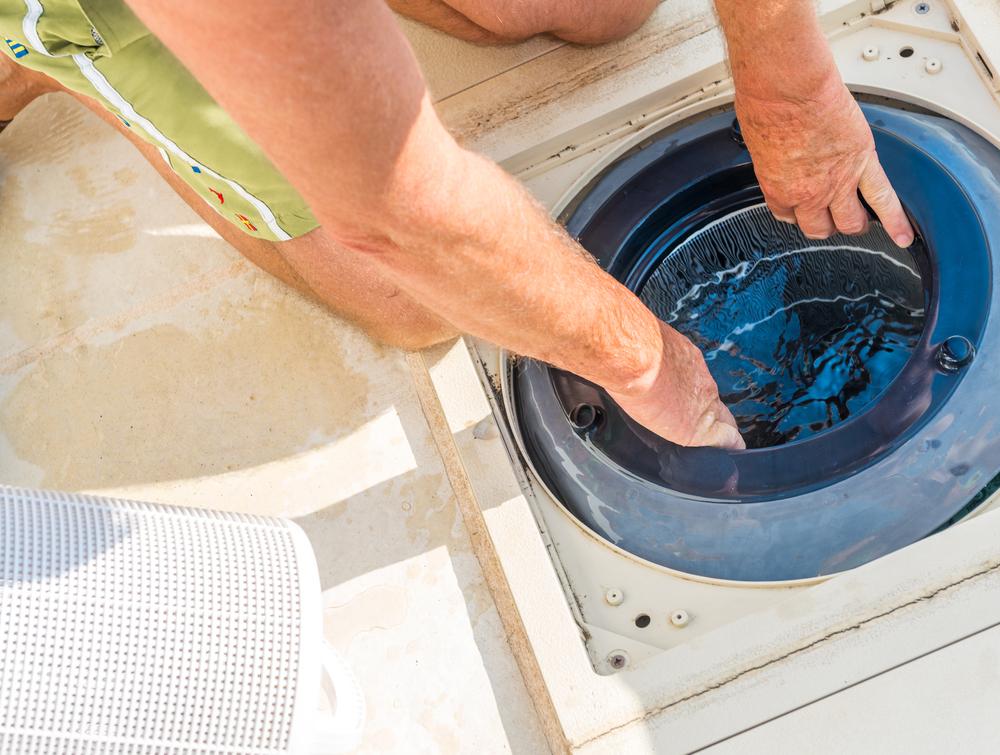 détartrage du filtre d'une piscine