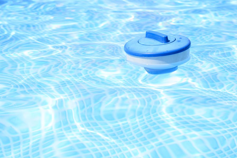 Flotteur de distribution de produit PHMB dans une piscine