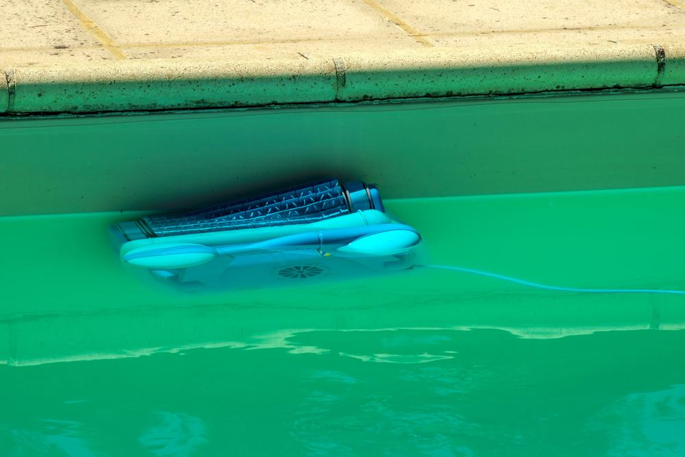 nettoyage des parois d'une piscine