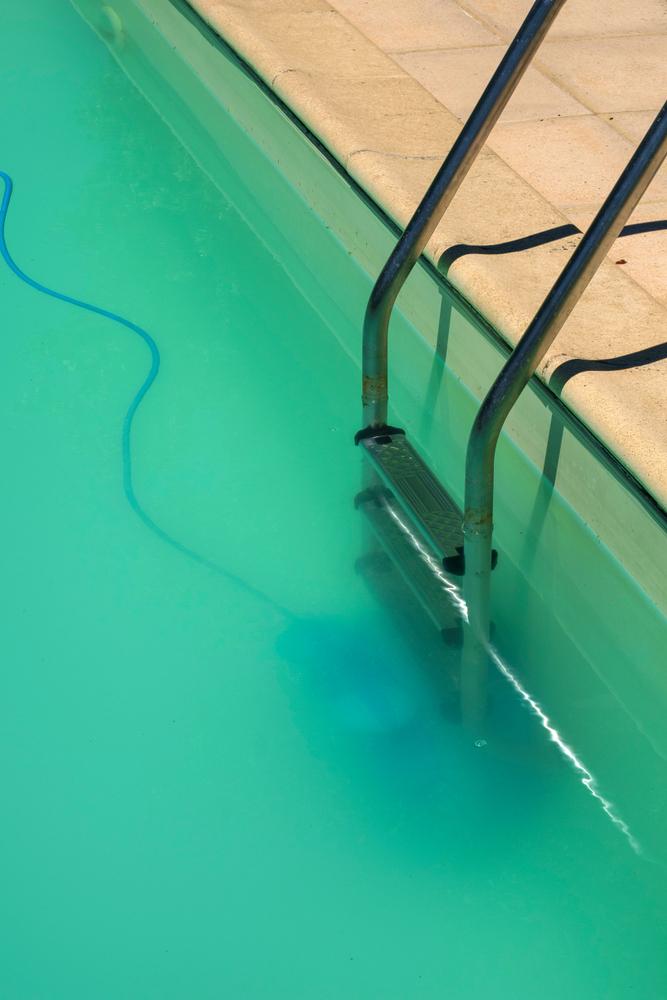 nettoyage d'une piscine laiteuse