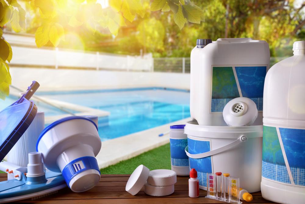 Traitement de l'eau d'une piscine par PHMB